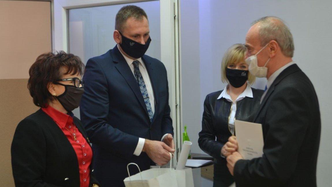 Zapraszamy do obejrzenia fotorelacji z wizyty Marszałka Sejmu RP Elżbiety Witek na spotkaniu z sołtysami Gminy Paszowice